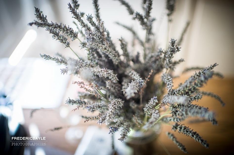 Bouquet de mariage fait de brins de lavande