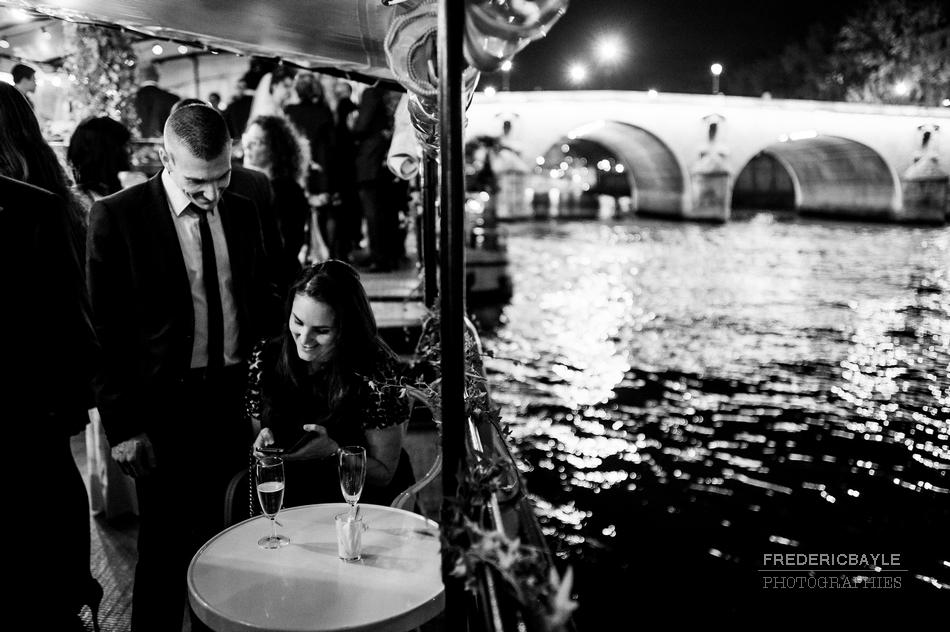 reportage de mariage sur une péniche à Paris
