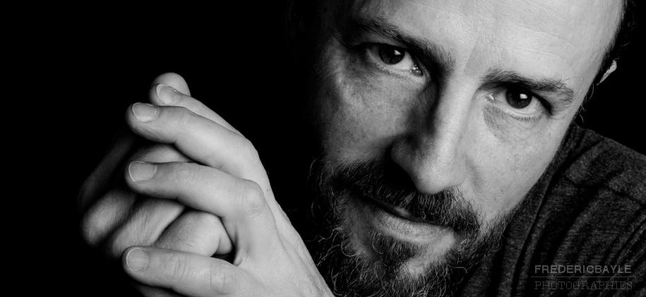 photographe Frédéric Bayle, portrait en noir et blanc